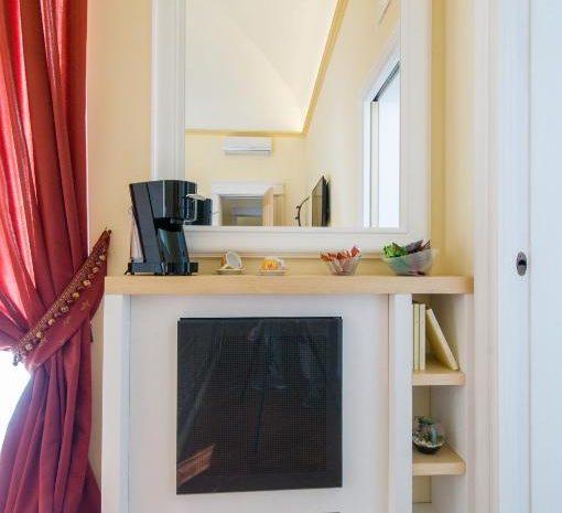 Dettaglio frigobar room Garibaldi