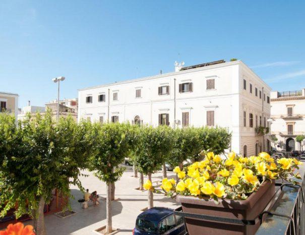 Dettaglio vista piazza da Room Garibaldi