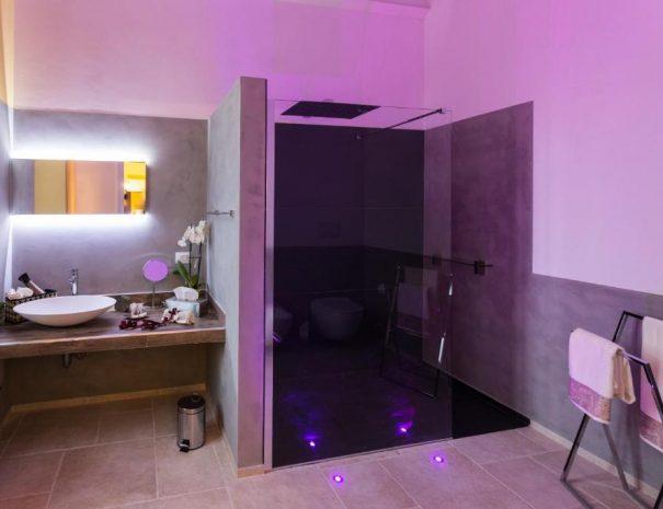 Dettaglio bagno con Cromoterapia - Room Garibaldi