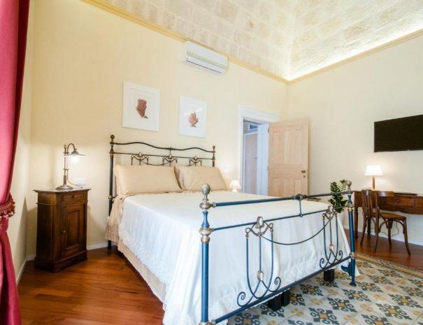 Dettaglio camera da letto Room Principe Amedeo Turenum Apartment Trani