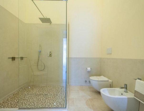 Dettaglio bagno Room Principe Amedeo Turenum Apartment Trani
